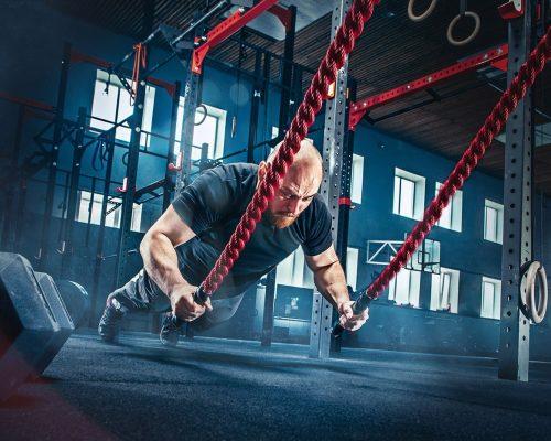 men-with-battle-rope-battle-ropes-exercise-in-the-75LWHJS-min.jpg